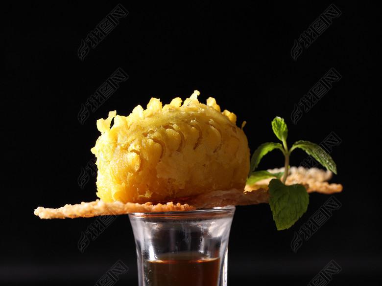 传统美食泰国榴莲酥