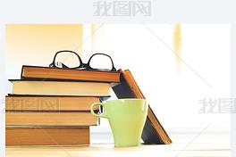 阅读眼镜与书籍